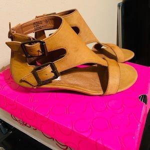 NIB Sugar Brown Cognac Back Zip Peep Toe Sandals